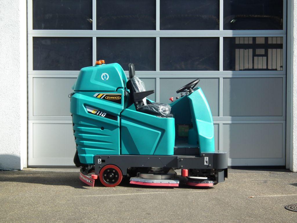 Eureka-E110-Kehrsaugmaschine-www.kloz-stapler.de