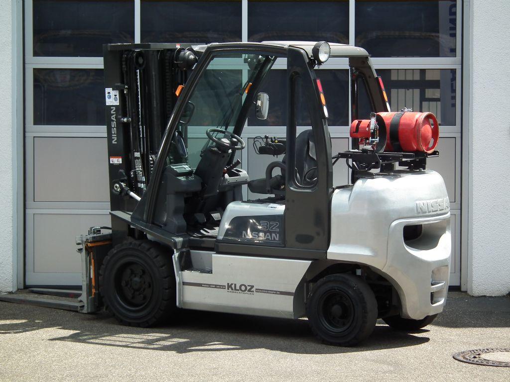 Nissan-DX32-Treibgasstapler-www.kloz-stapler.de