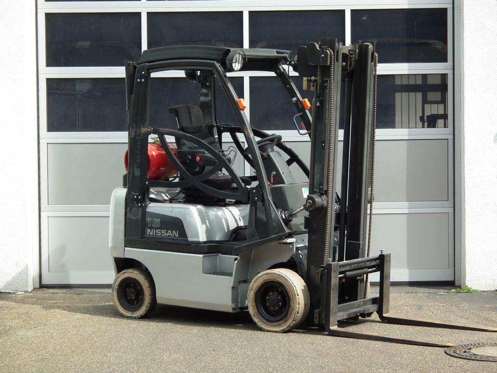 Nissan-PD01A15PQ-Treibgasstapler-www.kloz-stapler.de