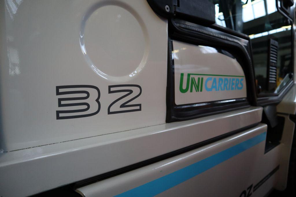 UniCarriers-YG1D2A32Q (DX32)-Dieselstapler-www.kloz-stapler.de
