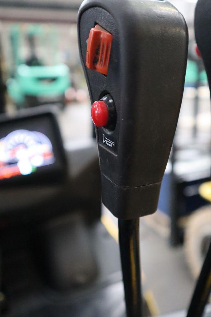 Hyundai-25D-9E-Dieselstapler-www.kloz-stapler.de