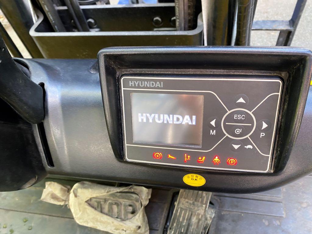 Hyundai-18BT-9-Elektro 3 Rad-Stapler-www.koop-gabelstapler.de