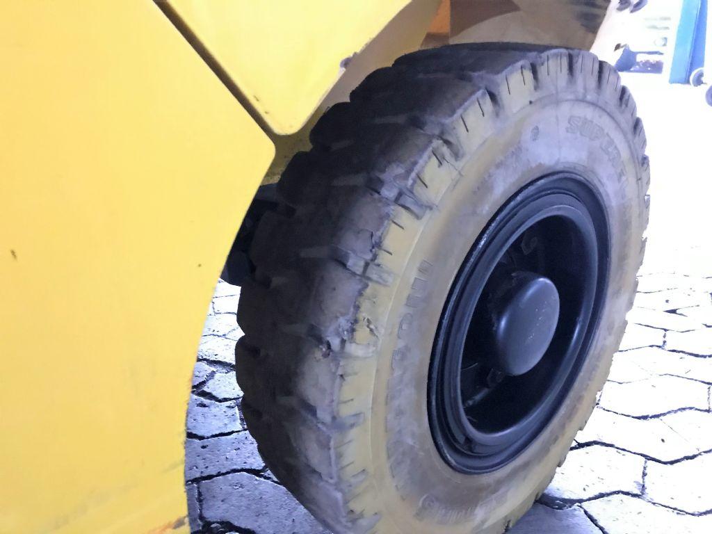 Hyundai-40L-7A-Treibgasstapler-www.koop-gabelstapler.de