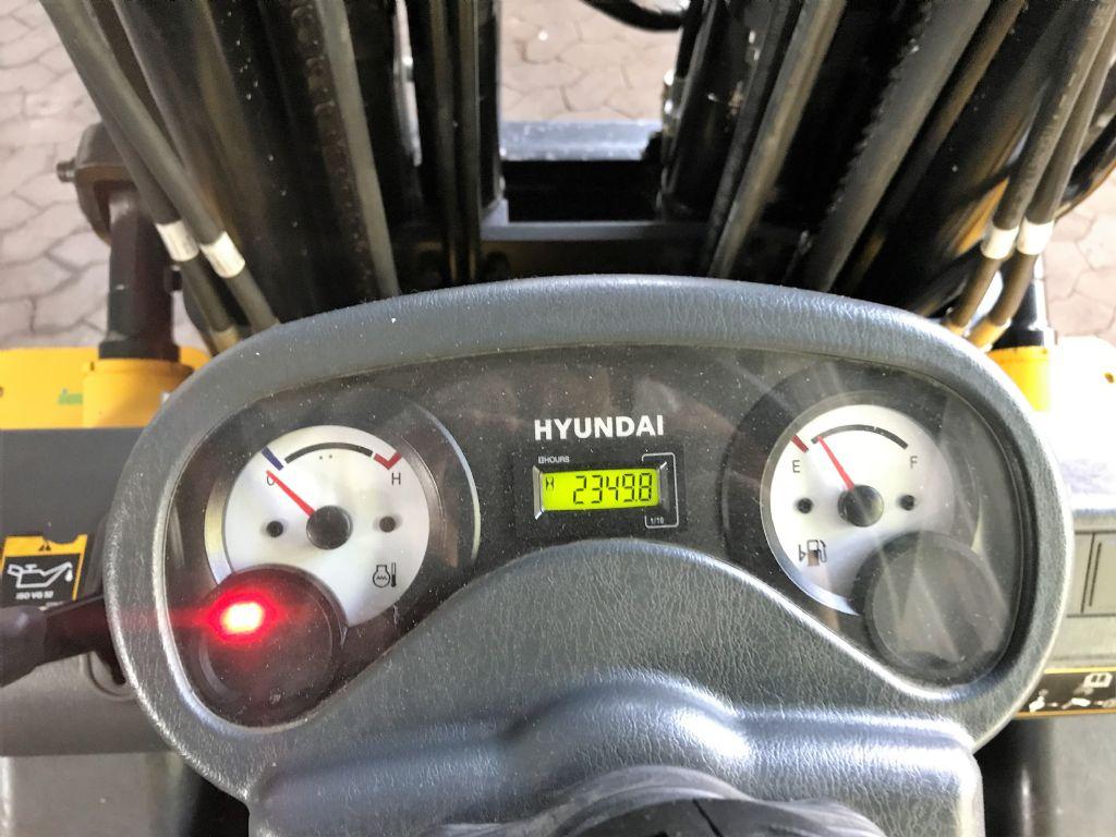 Hyundai-30D-7E-Dieselstapler-www.koop-gabelstapler.de