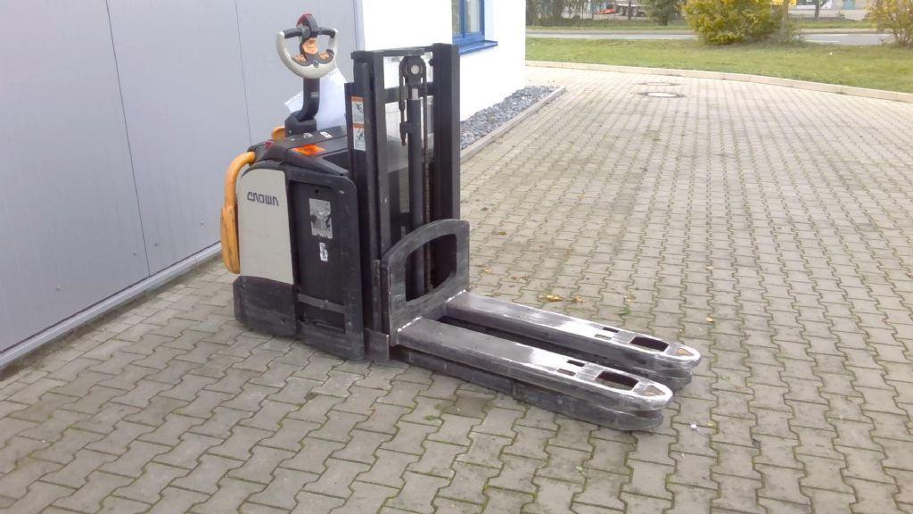 Crown DT3040 Doppelstockstapler www.kornetzki-gabelstapler.de
