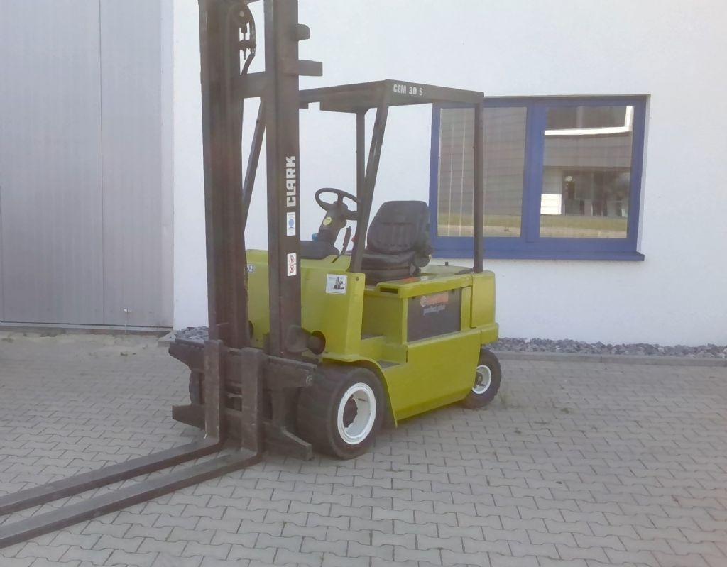 Crown CEM30S Elektro 4 Rad-Stapler www.kornetzki-gabelstapler.de