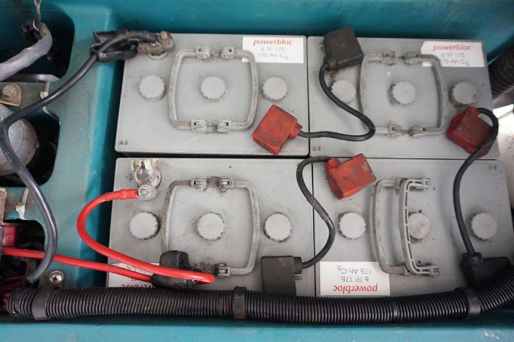 Tennant-5400-Nassschrubautomaten-www.kriegel-gmbh.de