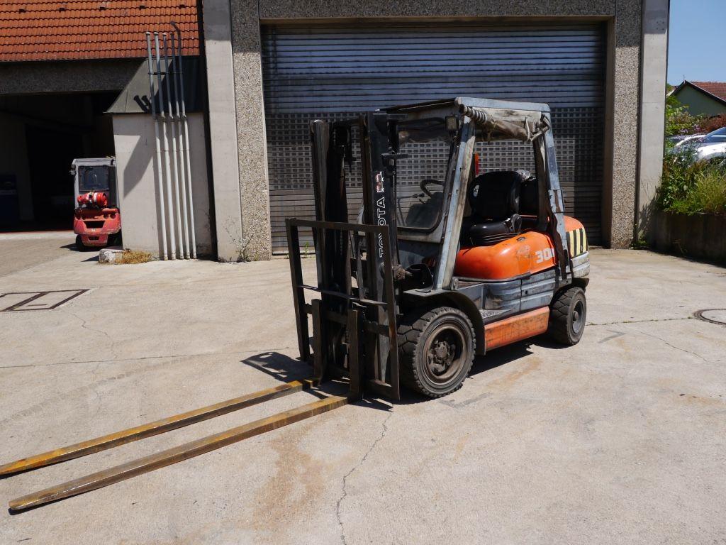 Toyota-6FGF30-Treibgasstapler-http://www.k-trucks.de