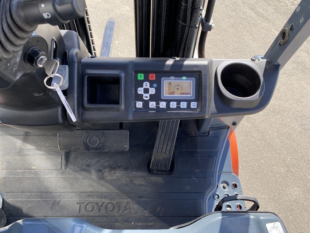 Toyota-8FBM16T-Elektro 4 Rad-Stapler-www.kugler.net