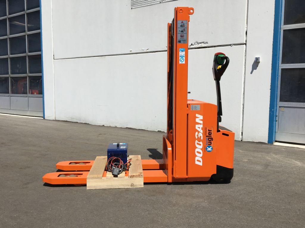 Doosan-LEDD12,5/18-Doppelstockstapler-www.kugler.net