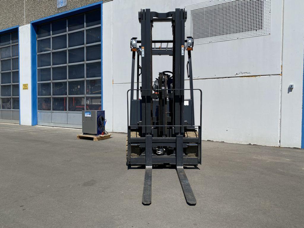 Doosan-B25S-7-Elektro 4 Rad-Stapler-www.kugler.net
