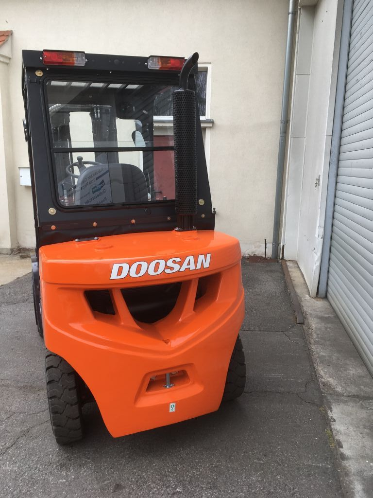 Doosan D30GP Dieselstapler www.lgr-lagertechnik.de