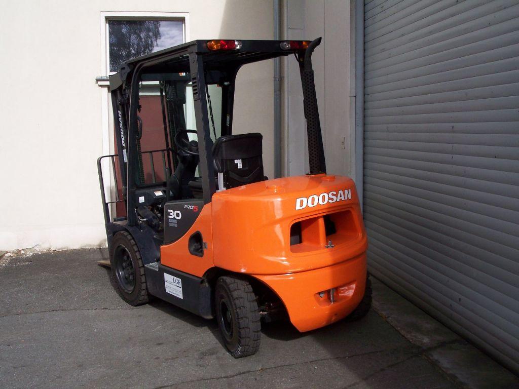 Doosan D30S-5 Dieselstapler www.lgr-lagertechnik.de