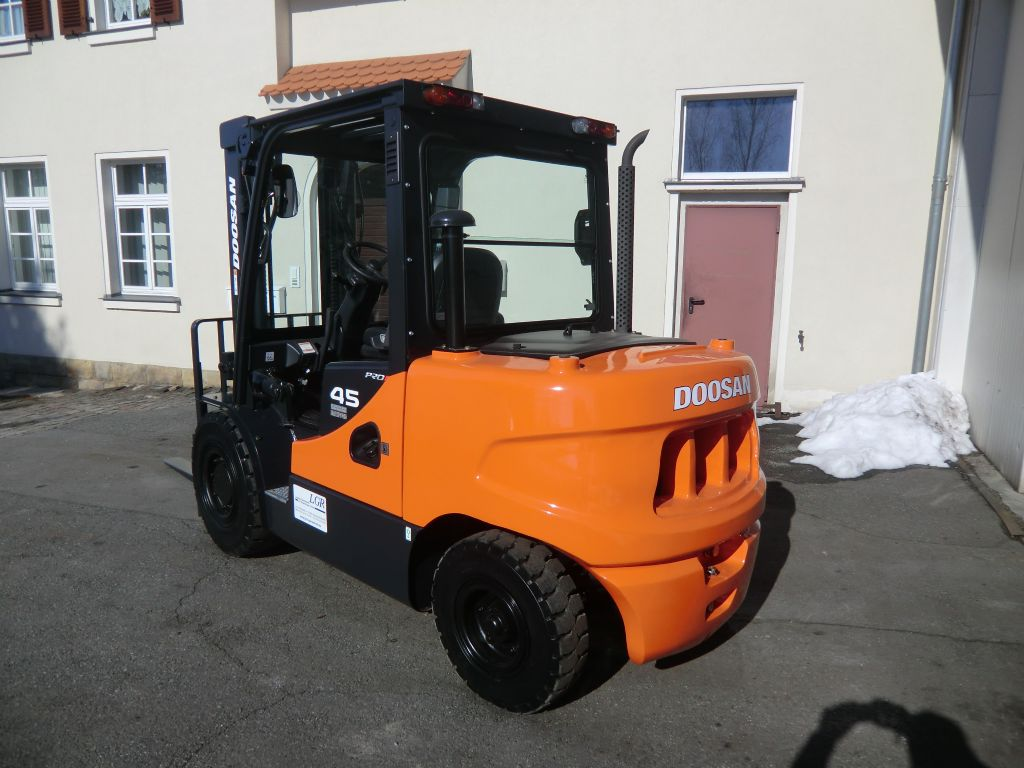 Doosan D30GPLUS Dieselstapler www.lgr-lagertechnik.de