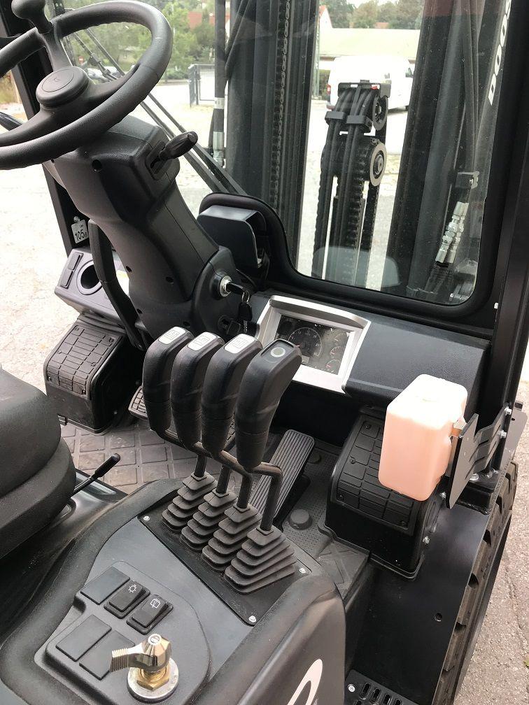 Doosan D30S-7 Dieselstapler www.lgr-lagertechnik.de