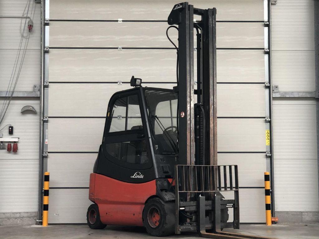 Linde-E25 / 03/  600-Elektro 4 Rad-Stapler www.lifthandling.com