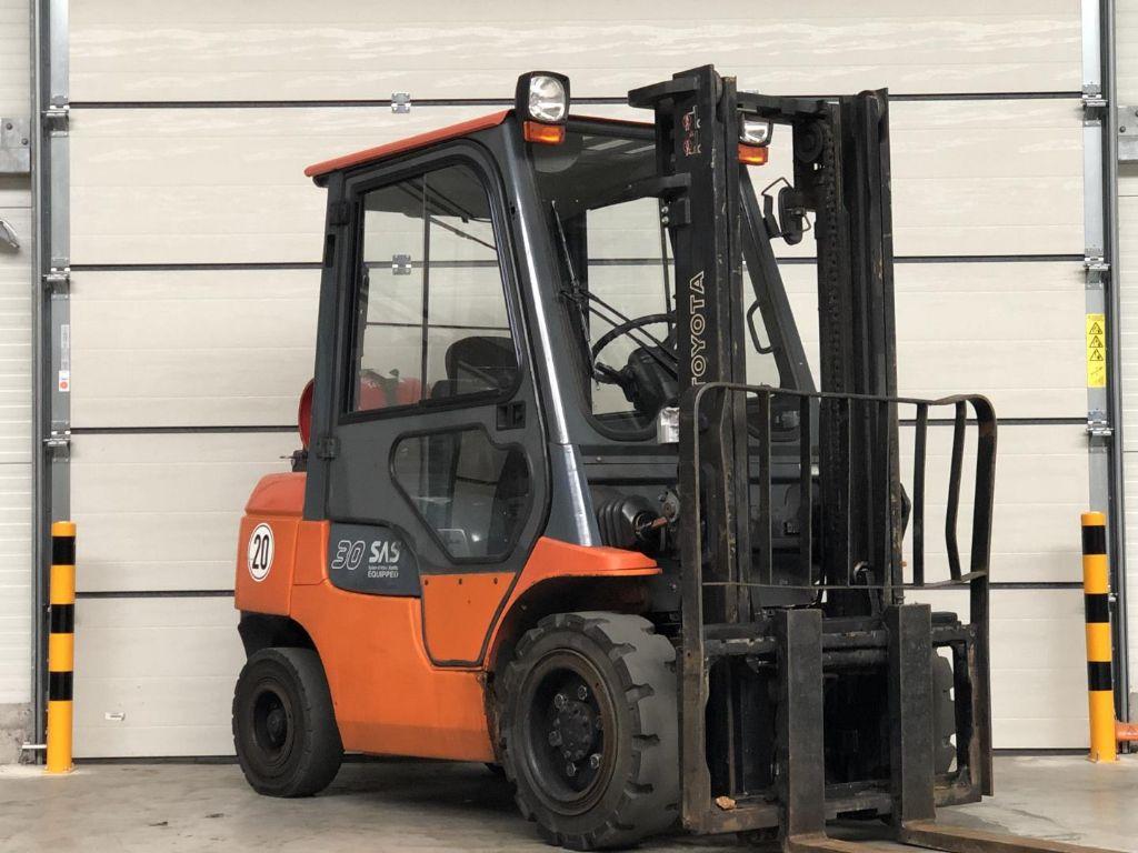 Toyota-02-7FGF30-Treibgasstapler www.lifthandling.com