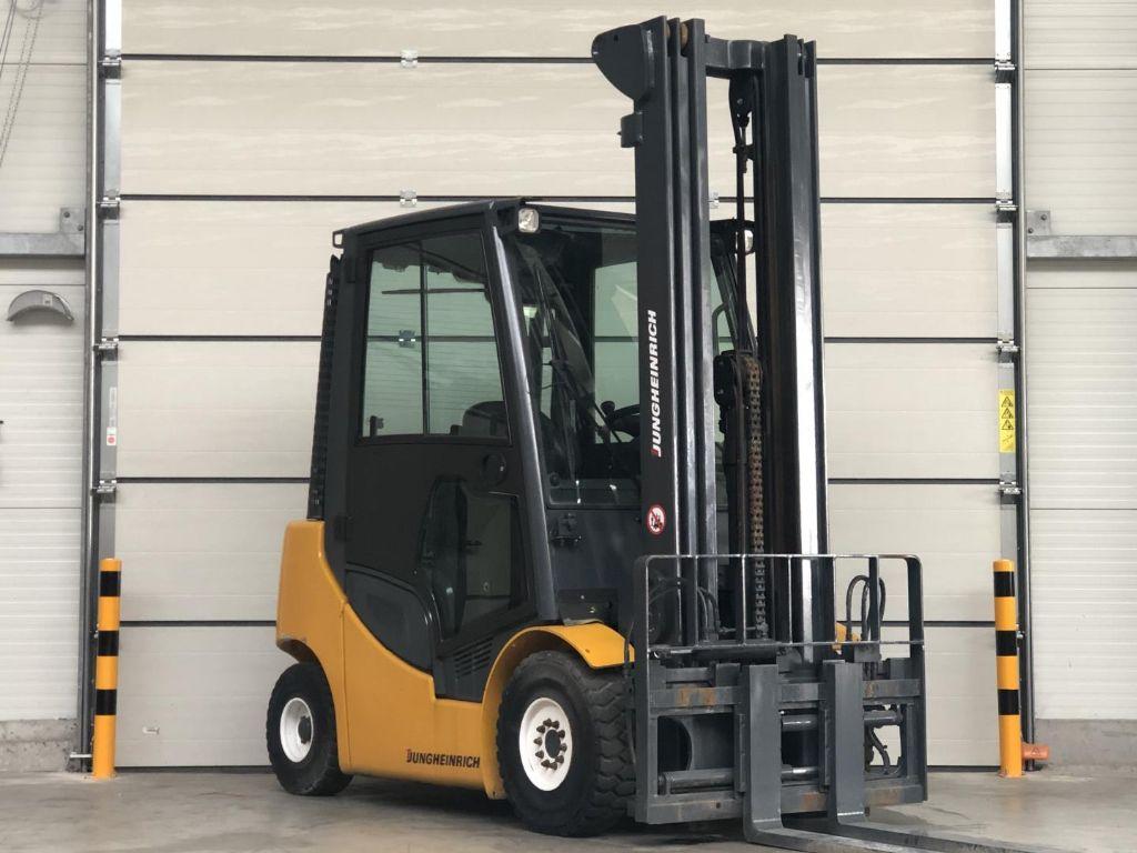 Jungheinrich-DFG425s-Diesel Forklift www.lifthandling.com