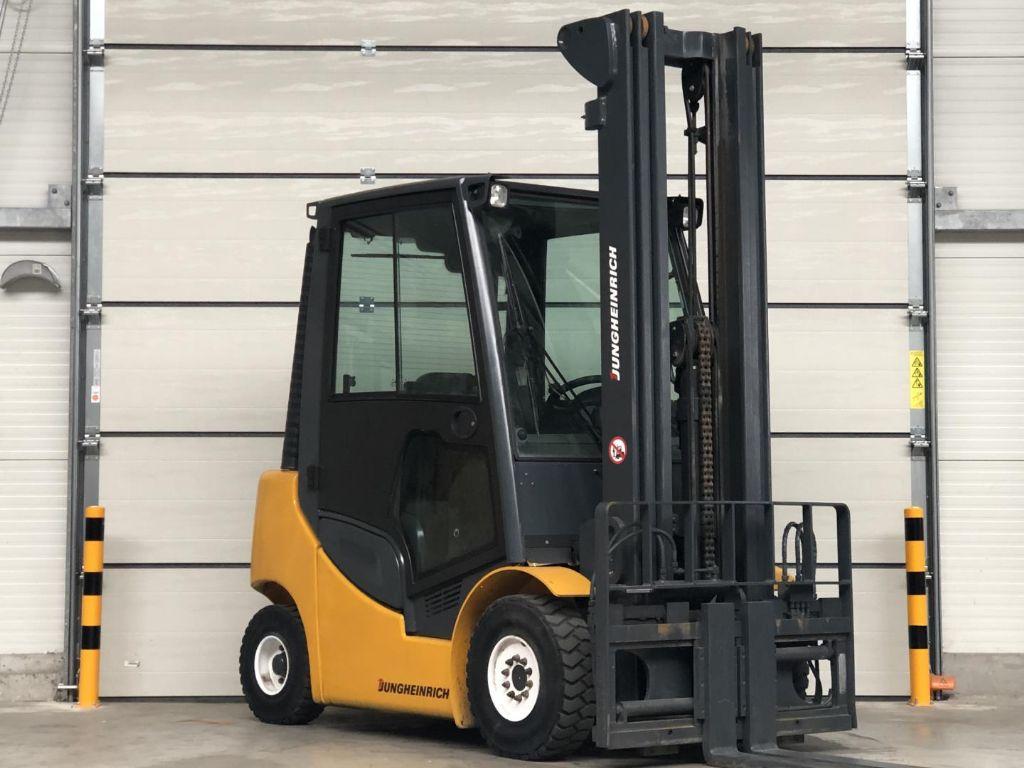 Jungheinrich-DFG425s-Dieselstapler www.lifthandling.com