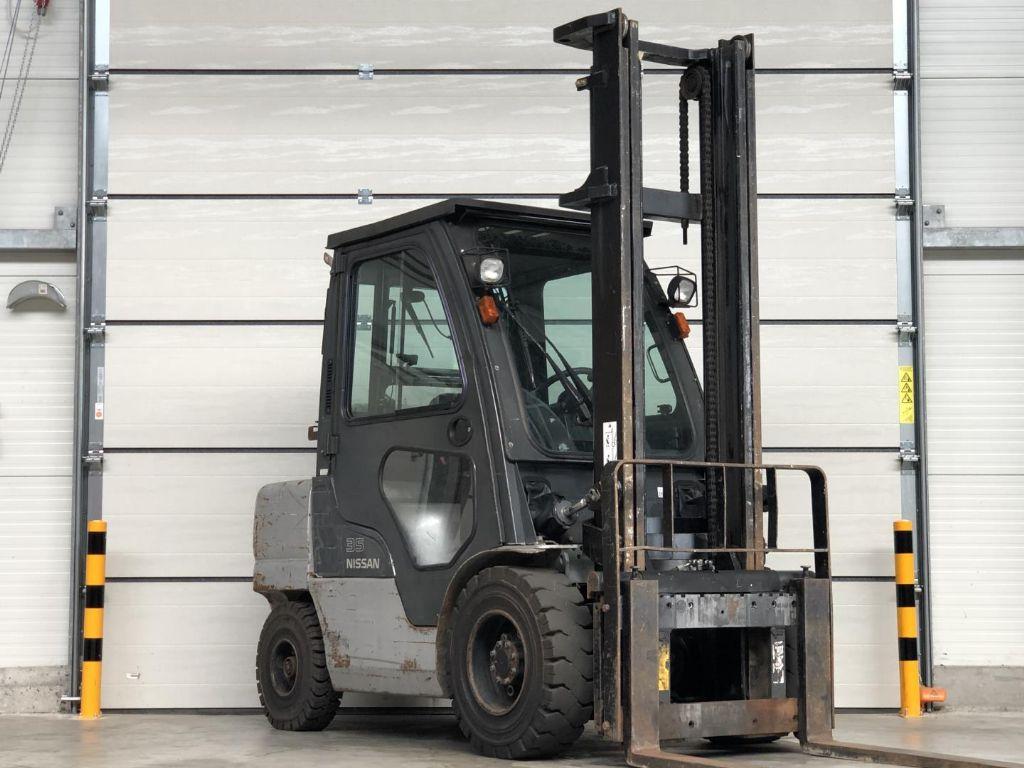 Nissan-UGL02A35DU-Treibgasstapler www.lifthandling.com