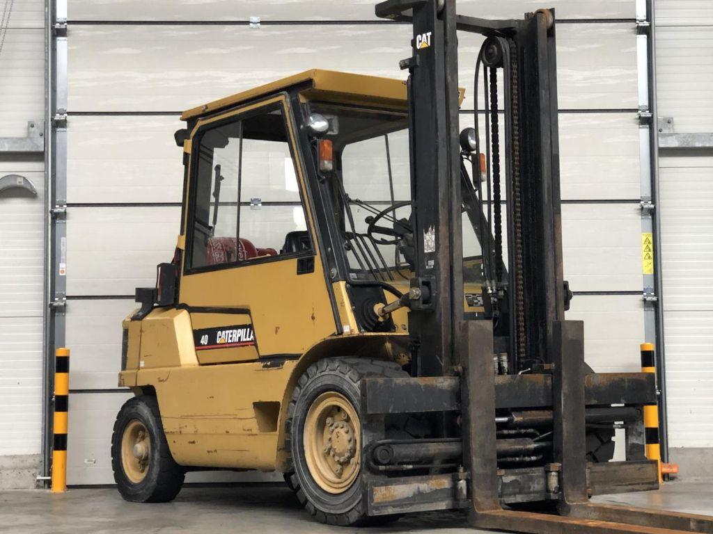 Caterpillar-GP40-Treibgasstapler www.lifthandling.com