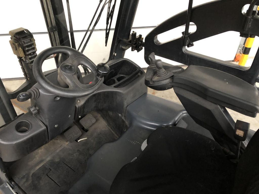 Linde-E16 L/386-Elektro 3 Rad-Stapler www.lifthandling.com