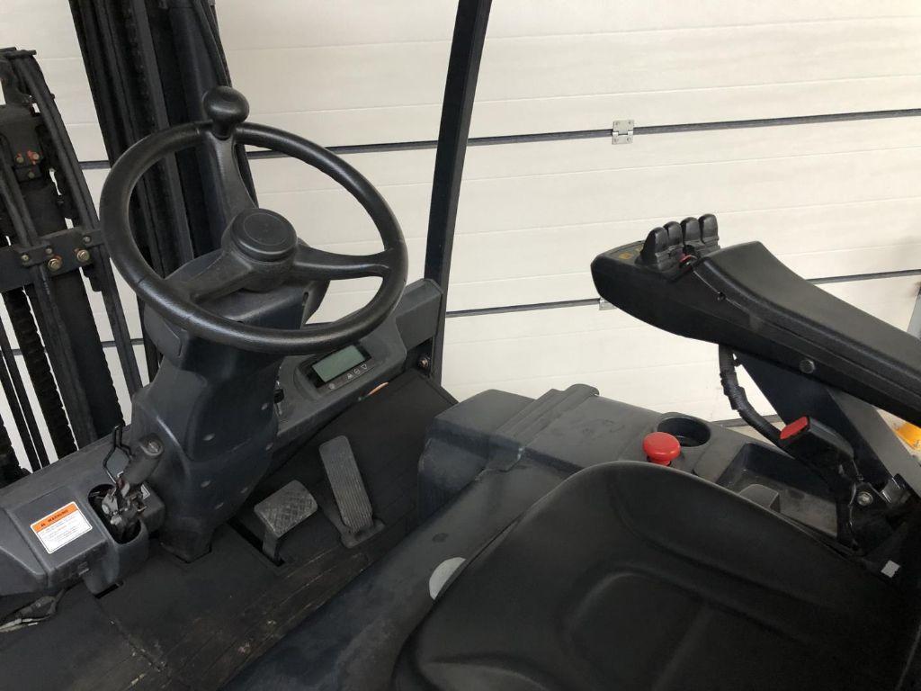 -B50X-5-Elektro 4 Rad-Stapler www.lifthandling.com