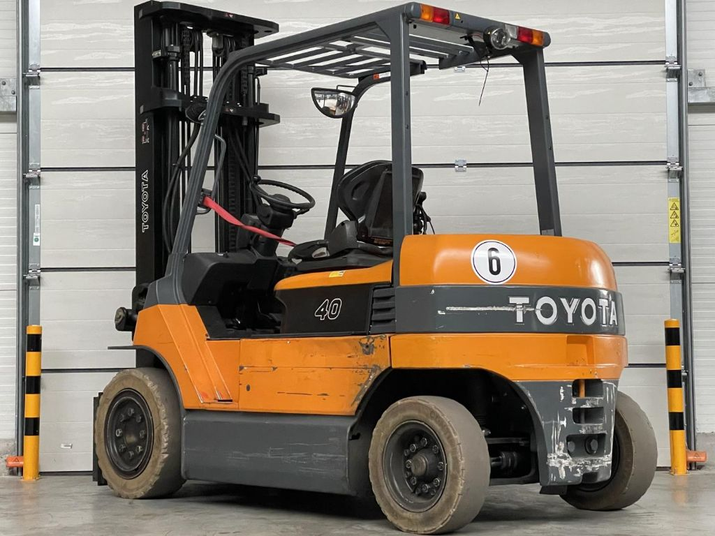 Toyota-7FBMF40-Elektro 4 Rad-Stapler www.lifthandling.com