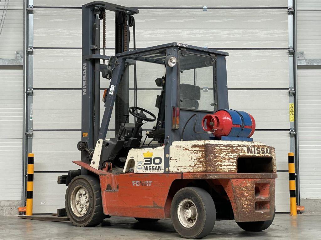 Nissan-UGJ02A30U-Treibgasstapler www.lifthandling.com