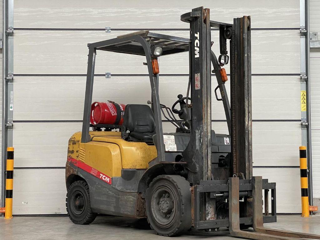 TCM-FG25T3-Treibgasstapler www.lifthandling.com