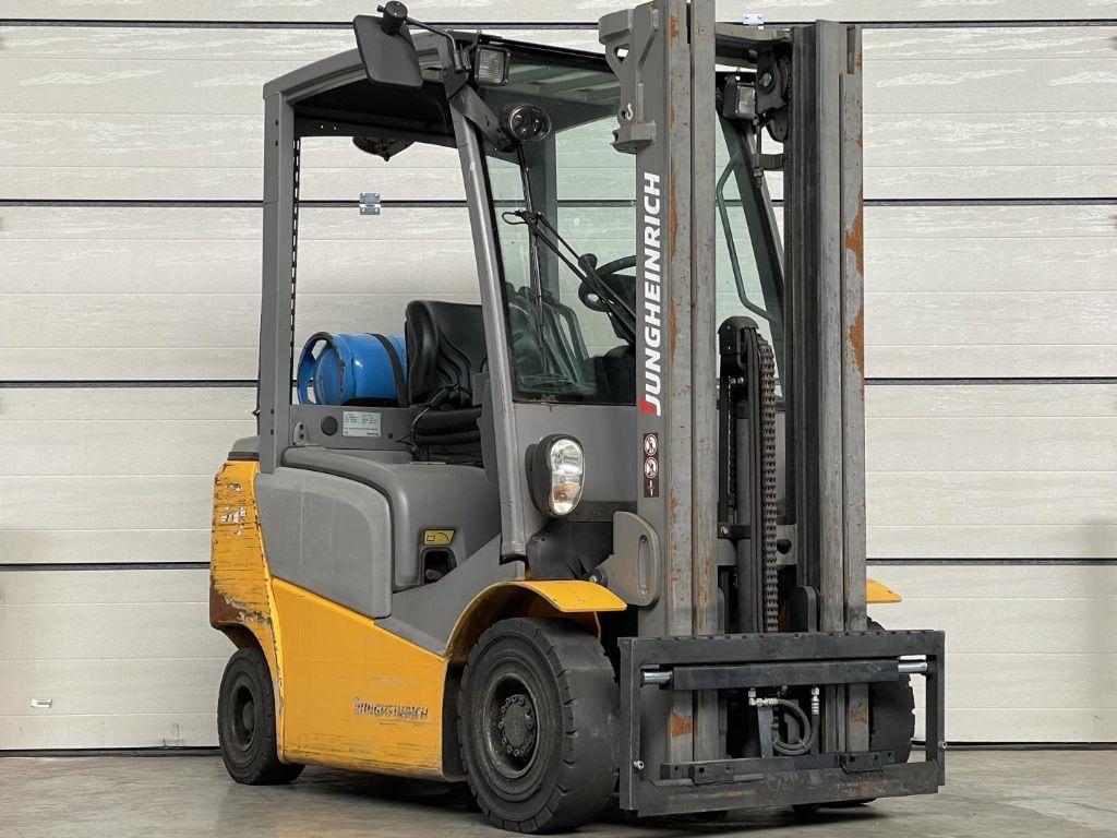Jungheinrich-TFG 320-Treibgasstapler www.lifthandling.com