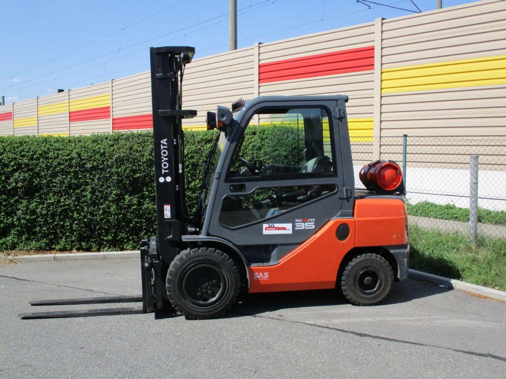 Toyota-02-8FGJF 35-Treibgasstapler-www.loeffler-gabelstapler.de
