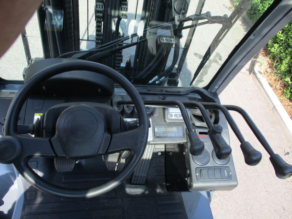 Toyota-02-8FDJF35-Dieselstapler-www.loeffler-gabelstapler.de