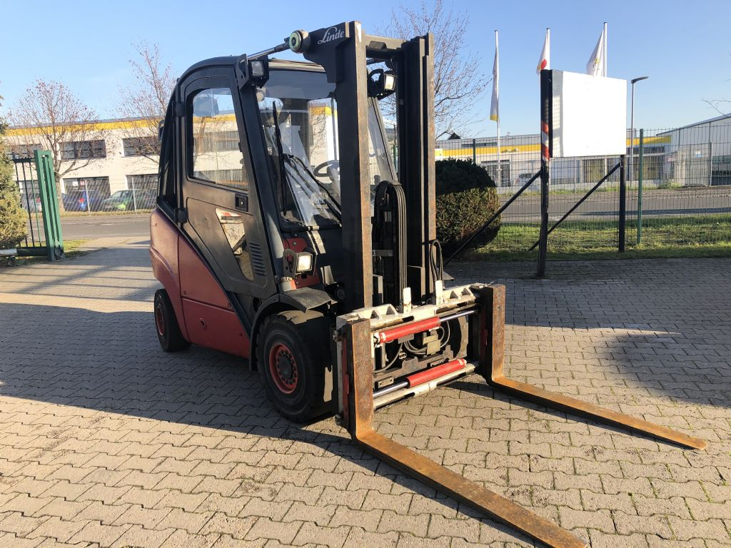 Linde-H 30 D-Dieselstapler www.l-l-gabelstapler.de