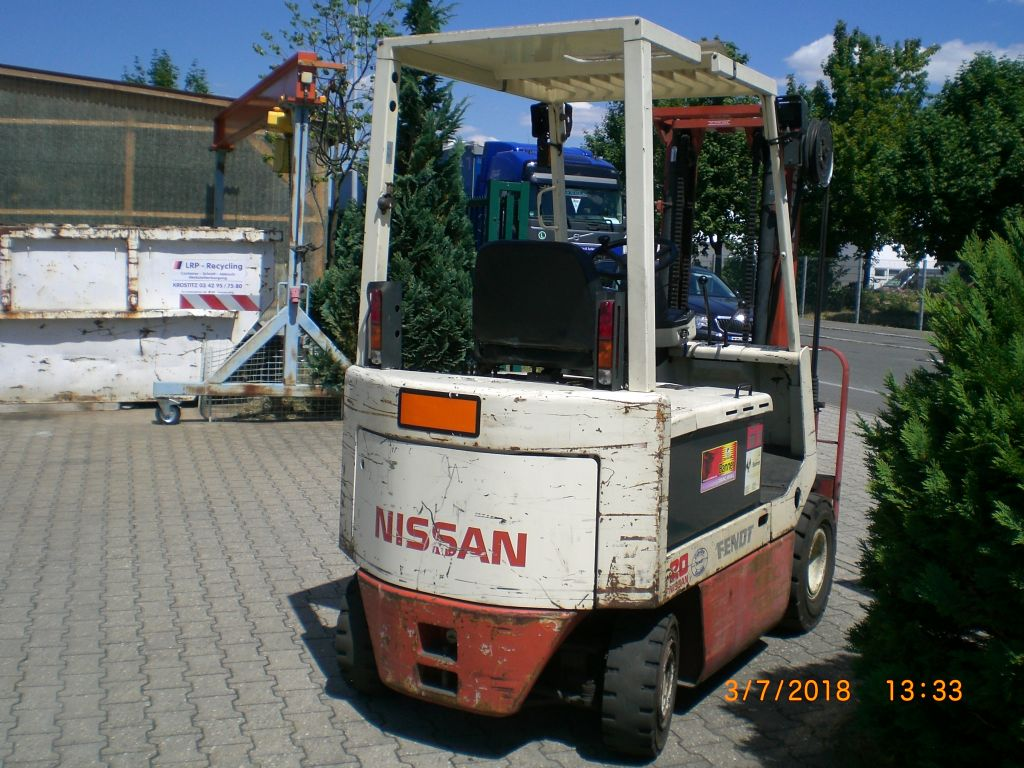 Nissan-UM02 20 L 20 U-Elektro 4 Rad-Stapler www.l-l-gabelstapler.de