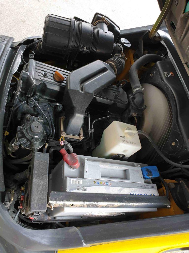Komatsu-FD30T-16R-Dieselstapler-www.mc-stapler.at