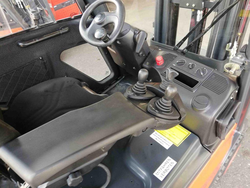 Linde-E16C-01-Elektro 3 Rad-Stapler-www.mc-stapler.at