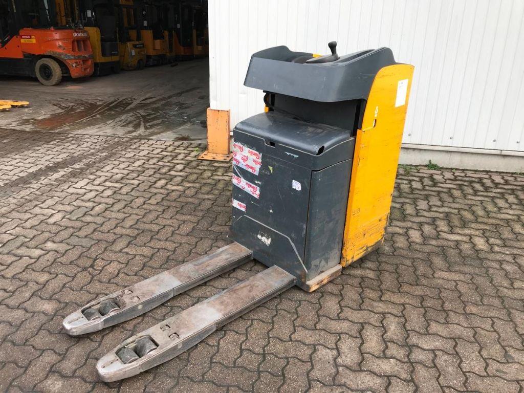 Jungheinrich-ESE 20-Electric Pallet Truck-www.mengel-gabelstapler.com