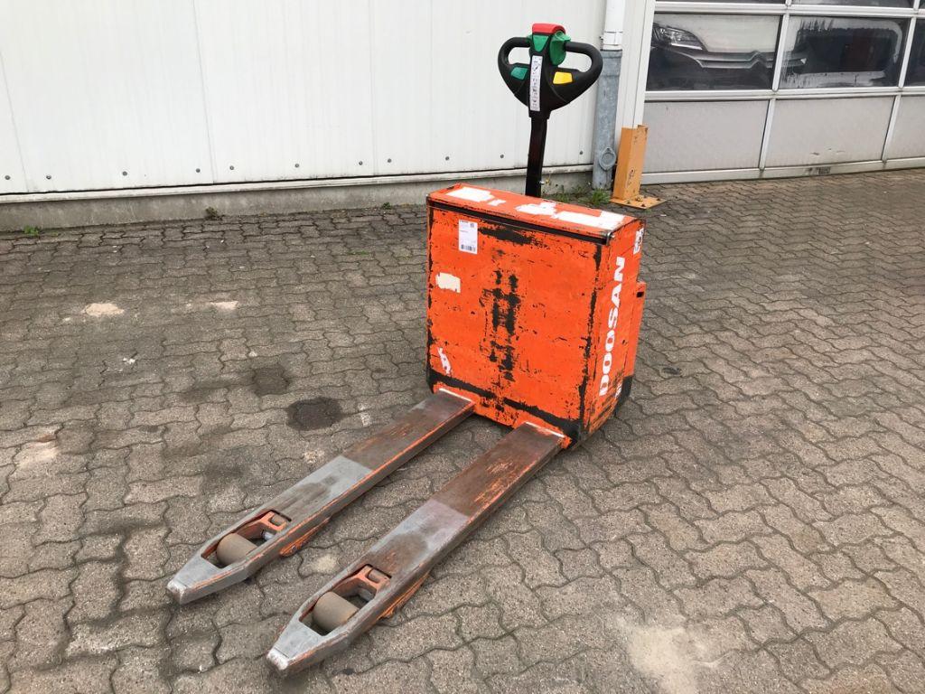 Doosan-LEDH 18-Electric Pallet Truck-www.mengel-gabelstapler.com