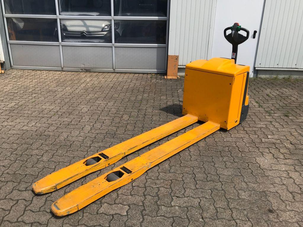 Used Forklift | Warehouse Equipment | Mengel Forklift