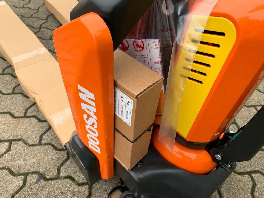 Doosan LPM 15 N Electric Pallet Truck www.mengel-gabelstapler.de