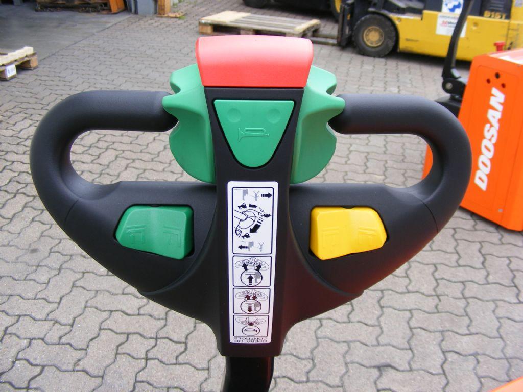 Doosan-LEDS 12.5 C-High Lift stacker-www.mengel-gabelstapler.com