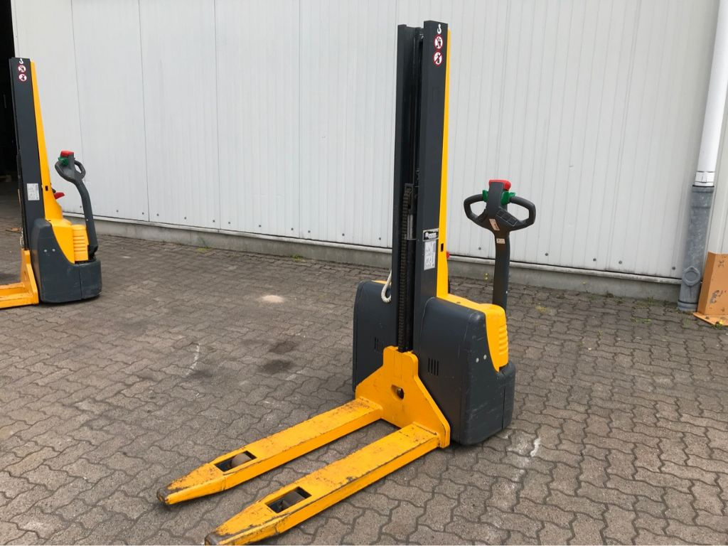 Jungheinrich-EMC 110 Swift-High Lift stacker-www.mengel-gabelstapler.com
