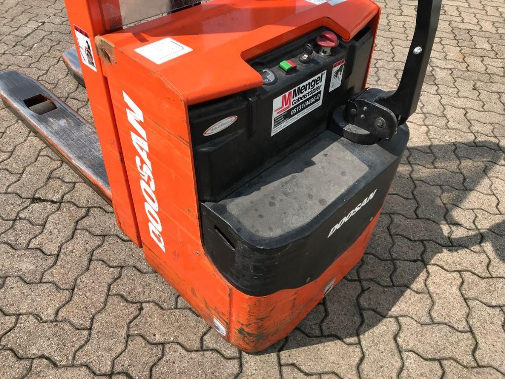 Doosan-LEDS 12.5-Hochhubwagen-www.mengel-gabelstapler.de
