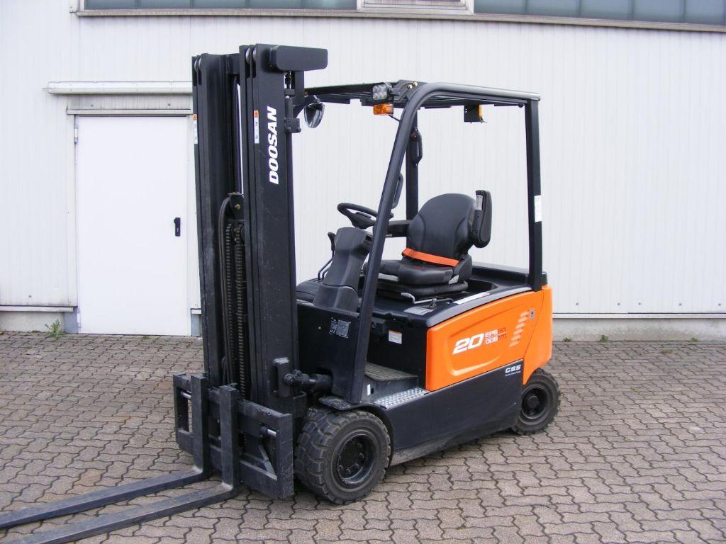 Doosan-B 20 X-7-Electric 4-wheel forklift-www.mengel-gabelstapler.com