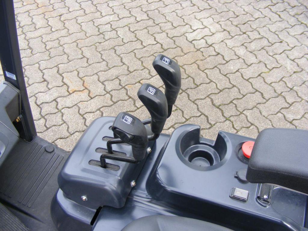 Doosan-B 20 X-7-Elektro 4 Rad-Stapler-www.mengel-gabelstapler.de