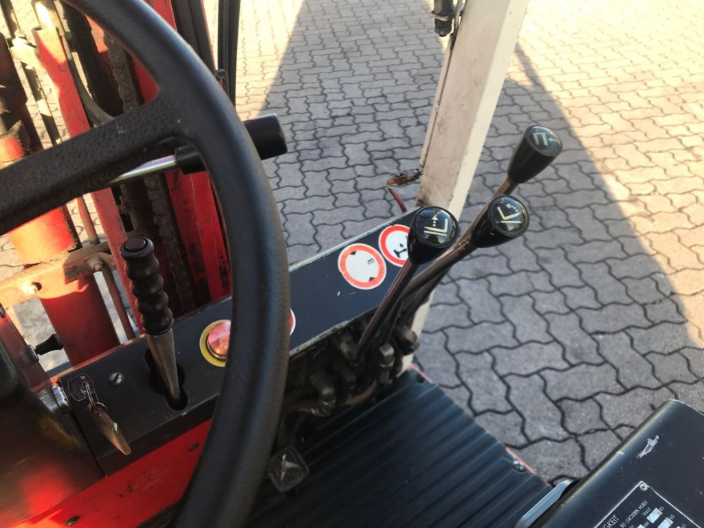 Lansing-EFG 18/16-Elektro 4 Rad-Stapler-www.mengel-gabelstapler.de