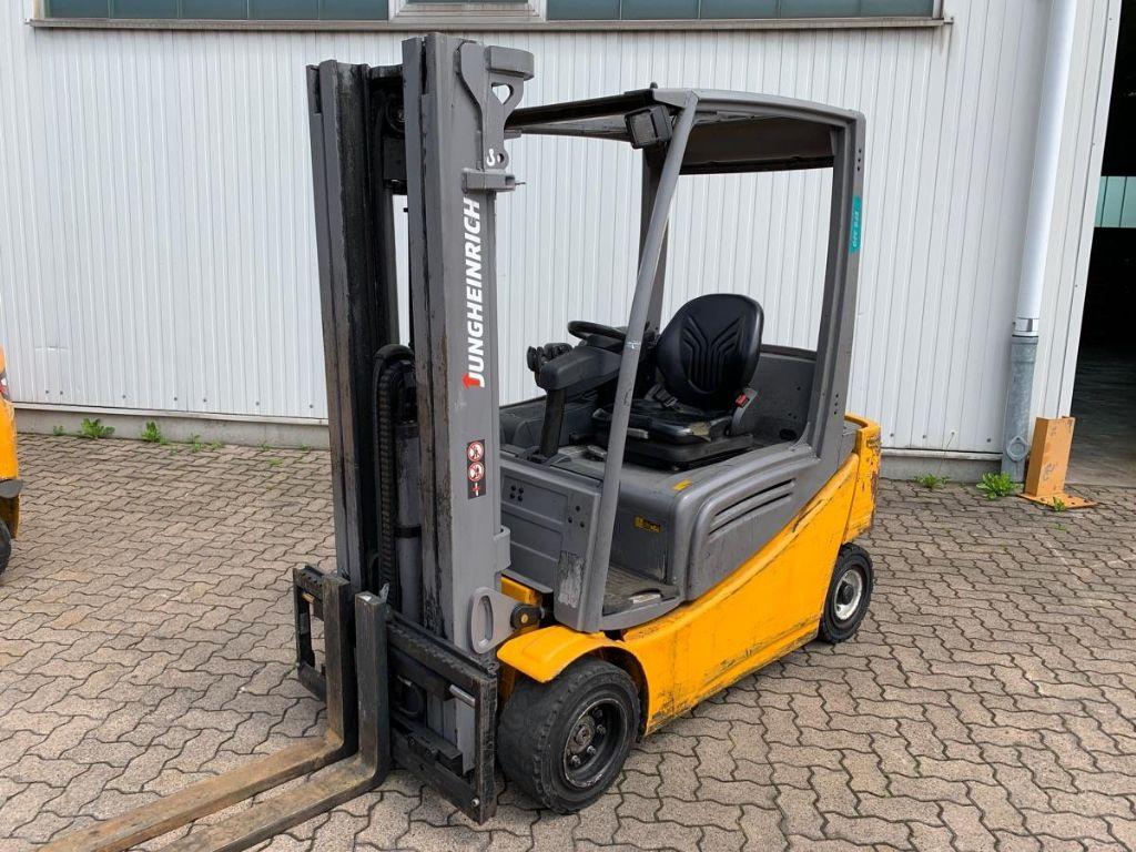 Jungheinrich-EFG 320 / 8.380 Std.-Electric 4-wheel forklift-www.mengel-gabelstapler.com