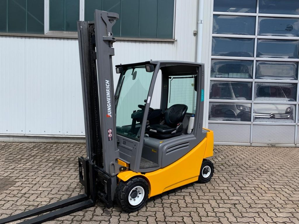 Jungheinrich-EFG 320 / 2.460 Std.-Electric 4-wheel forklift-www.mengel-gabelstapler.com