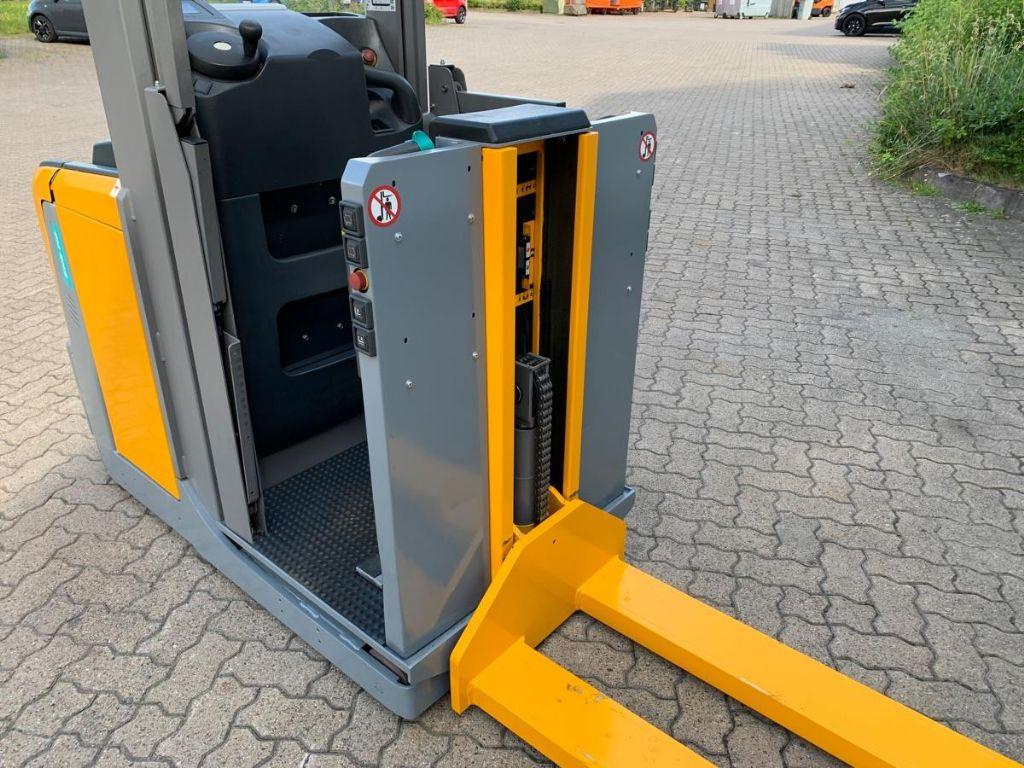 Jungheinrich EKS 110 / 740 Std. MIttelhubkommissionierer www.mengel-gabelstapler.de